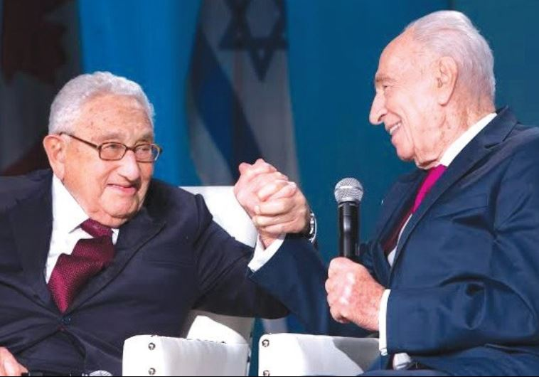 Henry Kissinger and Shimon Peres in Toronto (photo credit: SOH)