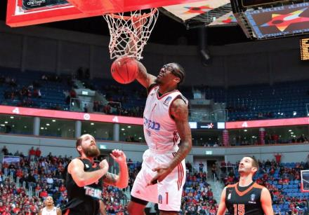 Hapoel Jerusalem center Amar'e Stoudemire dunks