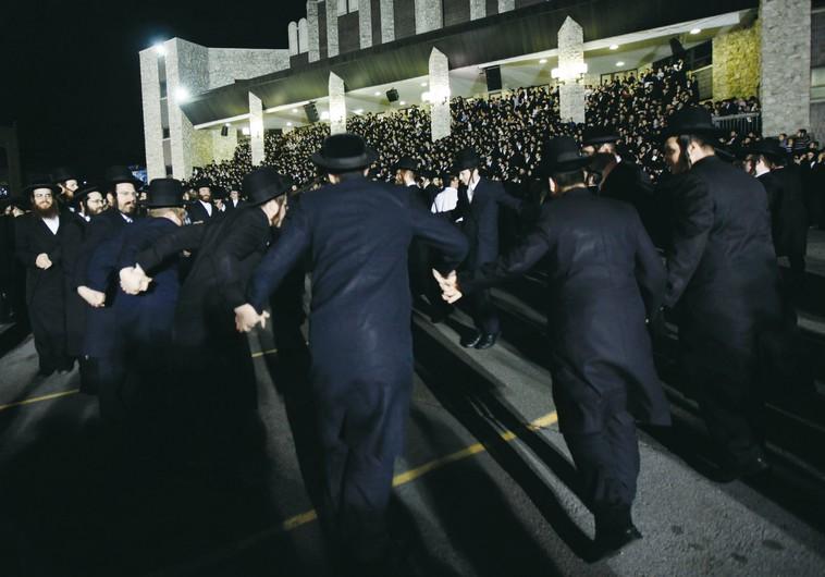 Satmar hassidim dance during Lag Ba'Omer celebration in Kiryat Joel (Photo by: Reuters)