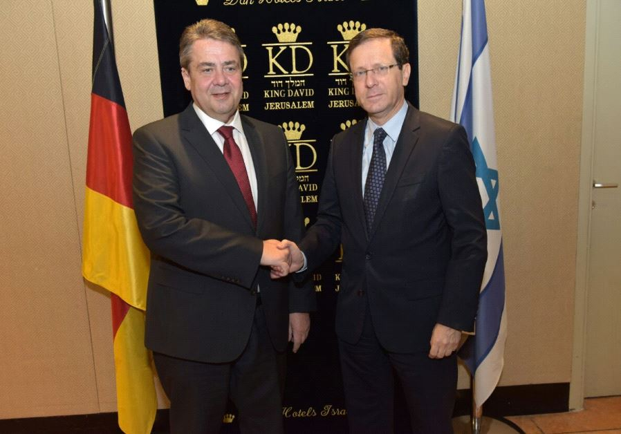 German Foreign Minister Sigmar Gabriel and opposition leader Isaac Herzog (Zionist Union). Credit: Courtesy